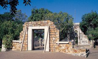 Darwin Town Hall ruins (image)