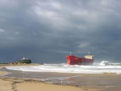 MV Pasha Bulker, Nobbys Beach, Newcastle, 2007 (image)